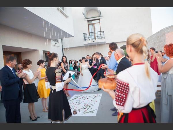 Посрещане на младоженците