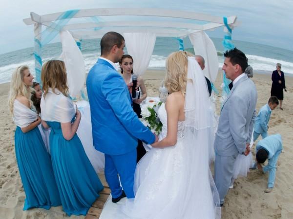 Водещ на сватба