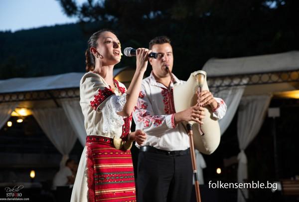 Фолклорна програма с гайди и певица