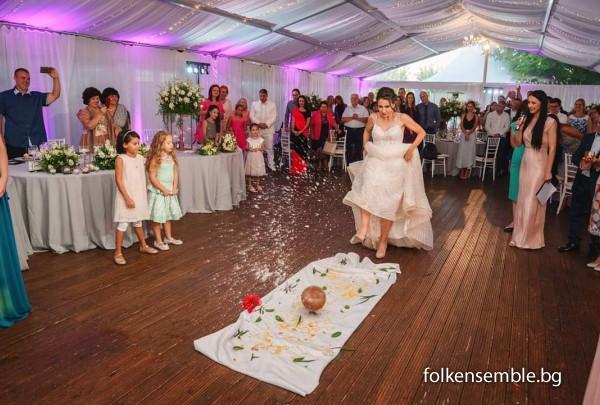 Традиционно посрещане на сватба